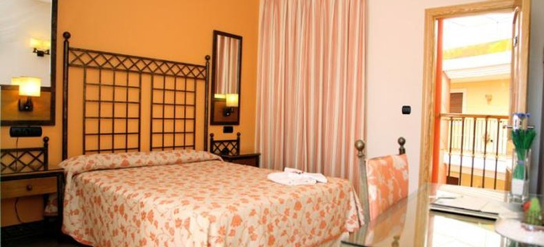 DOUBLE ROOM WITH TERRACE ELE Santa Bárbara Sevilla Hotel